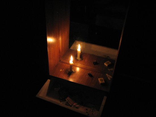 Reenam Hotel: Hotel Reenam's backup power should the lights go off between 23:00 and 6:00