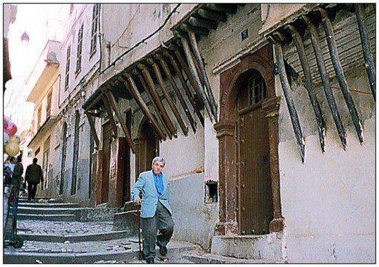 Kasbah of Algiers: شيخ كبير في السن شاهد على القصبة
