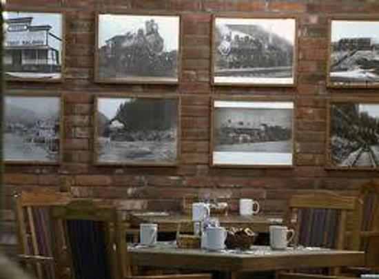 Powder Springs Inn: MacKenzie's Breakfast Room
