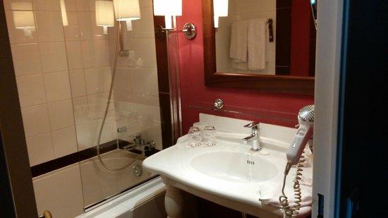 Pullman Montpellier Centre : Salle de bains