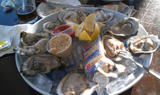 Boatyard Waterfront Bar and Grill: Dozen Oysters