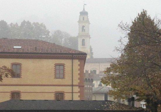 Cacciatori: vista duomo di ceva fra le nebbie d'autunno