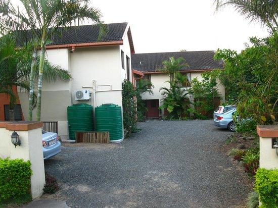 Elephant Coast Guest House: Parkplatz