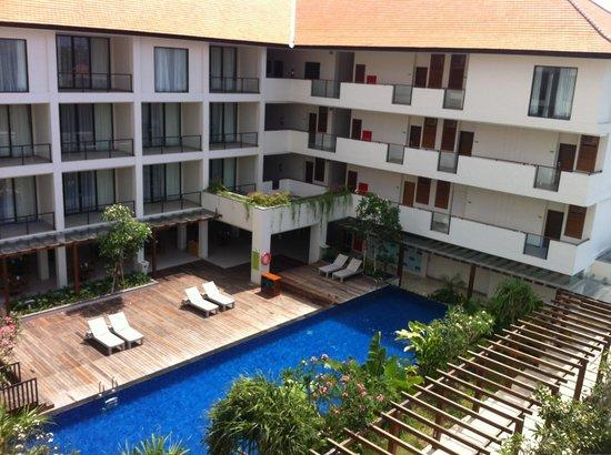 Taksu Sanur Hotel: Uitzicht vanaf het Balkon 1