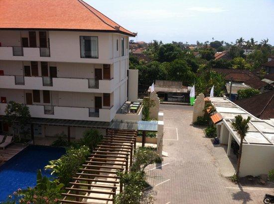 Taksu Sanur Hotel: Uitzicht vanaf het Balkon 2
