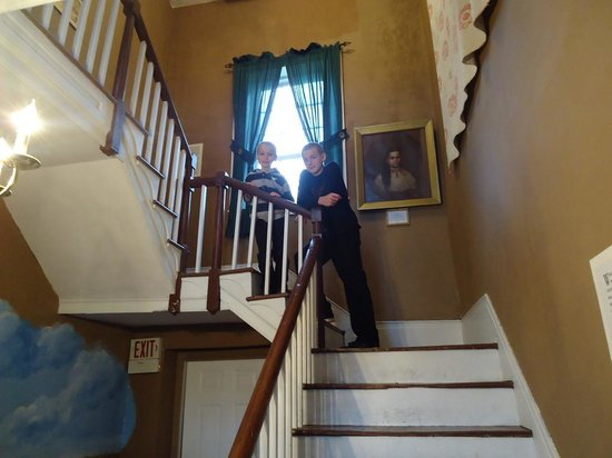 Old Bardstown Village Civil War Museum: Inside the old Talbott home