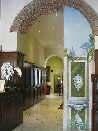 Hotel Firenze e Continentale La Spezia : Lobby area near Reception desk
