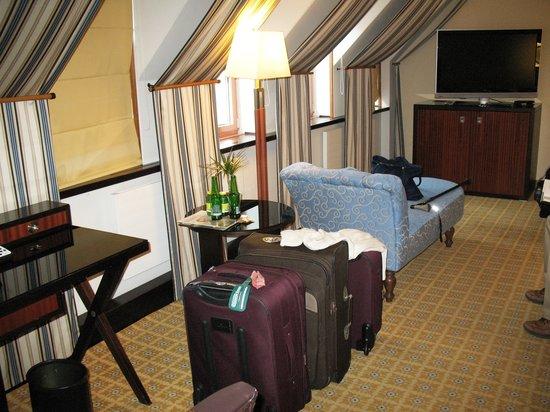 Imperial Riding School Renaissance Vienna Hotel: Room