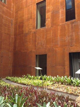 Memorial Minas Gerais – Vale: Jardim Interno todo de ferro