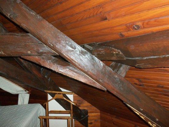Le Relais Chenonceaux : Top floor ceiling slant