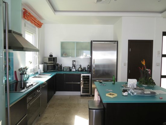 Coral Beach Club Villas & Marina: Corinnes Villa kitchen