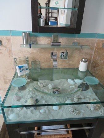 Coral Beach Club Villas & Marina: Master bathroom sink in Corinnes Villa