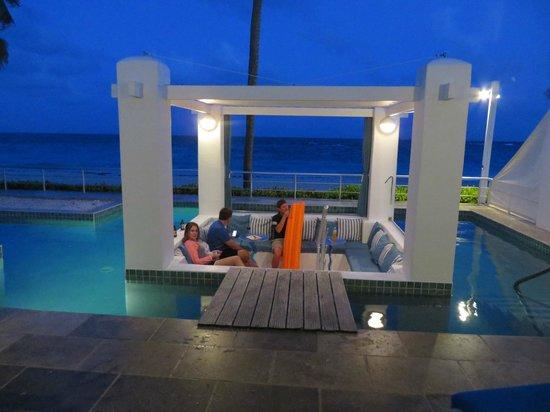 Coral Beach Club Villas & Marina : Corinnes Villa sunken gazebo
