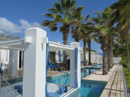 Coral Beach Club Villas & Marina : Corinnes Villa private pool on the beach