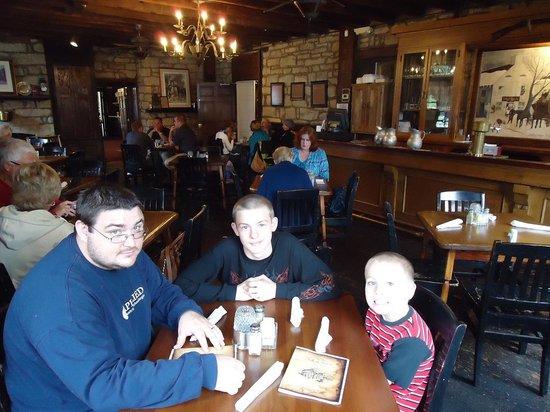 Old Talbott Tavern : Beautiful bar