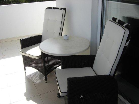 Hotel Rocamarina: Balcony chairs