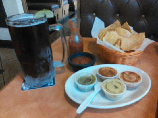 La Nortena Taqueria Mexican Grill: Salsa and four homemade hot sauces with every meal...