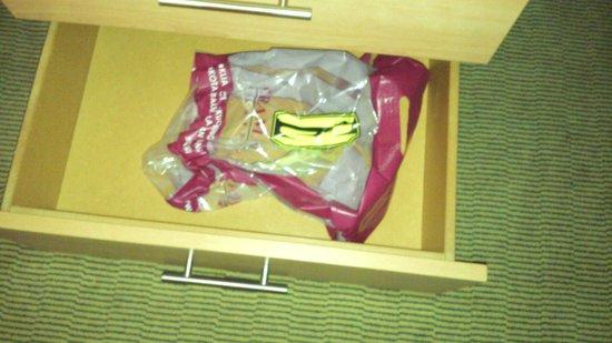 Holiday Inn London-Heathrow M4, Jct. 4: Thrash left in drawer