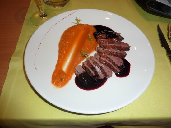 Restaurant S'Arc: Duck with blackcurrant jus and sauteed pumpkin