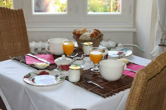 La Maison des Iles : Breakfast that greeted us in the morning!