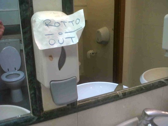 Hotel Delta Florence: dispenser sapone mani rotto