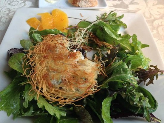 Ariel's Restaurant: Crab cake with birds nest filo