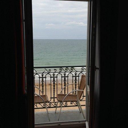 Kyriad Saint Malo Centre - Plage : 窓から見える海
