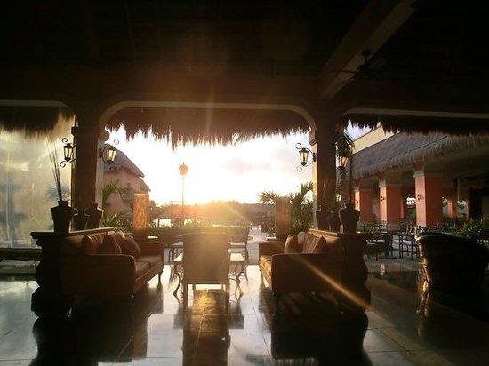 Grand Palladium Kantenah Resort and Spa: Lobby