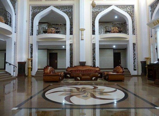Zargaron Plaza Hotel: Recepción y hall
