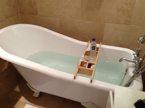 Trafford Bank Guest House: loved this tub... so relaxing
