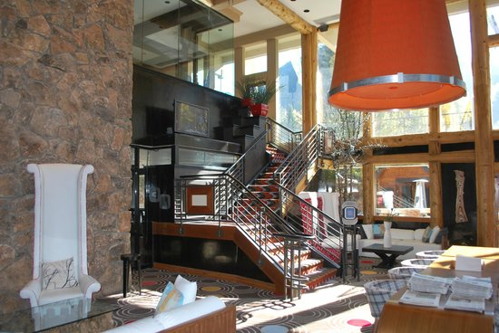 Sky Hotel - a Kimpton Hotel: Lobby area.