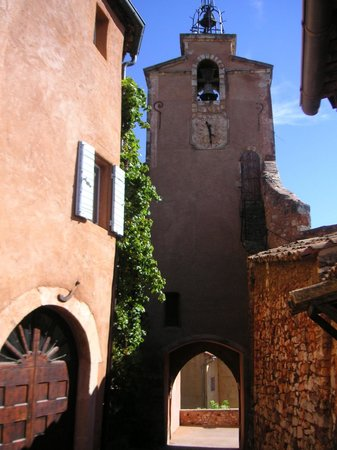 Provence Travel: Almost hill-top Roussillon