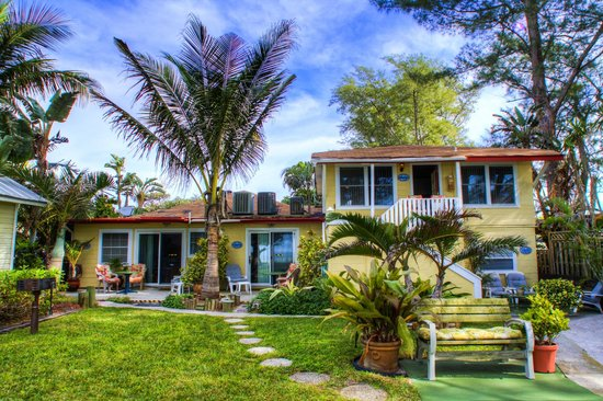 Angelinos Sea Lodge: Beach cottages in Holmes Beach, Anna Maria island, Florida Gulf Coast