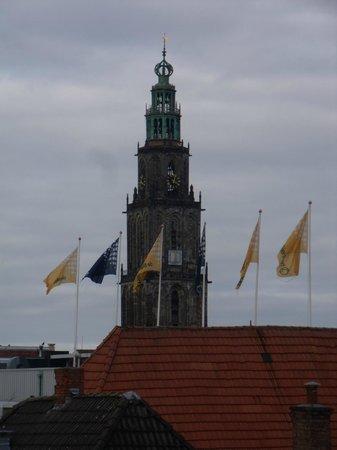 Hotel Friesland Garni: Martinitoren Grote Markt vanuit hotel gezien