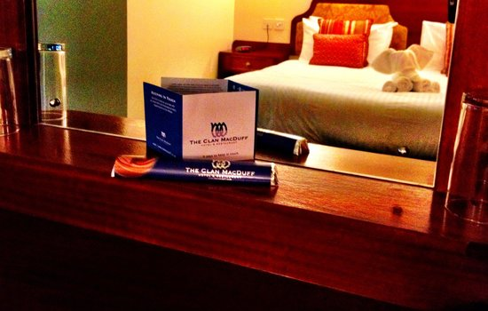Clan Macduff Hotel: Clan MacDuff chocolate bar- perfect souvenir