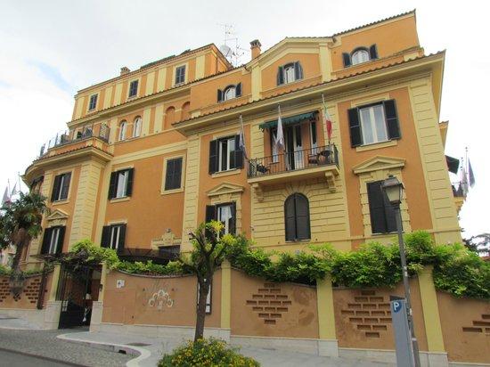 Hotel San Anselmo: Frente do Hotel