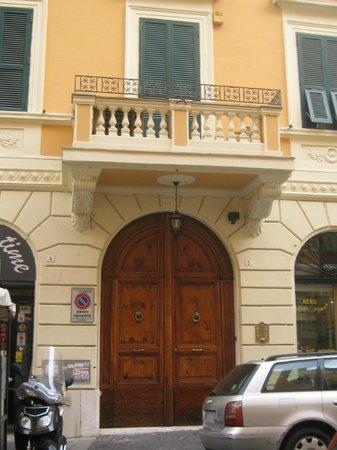 Domus RomAntica: entrada hotel