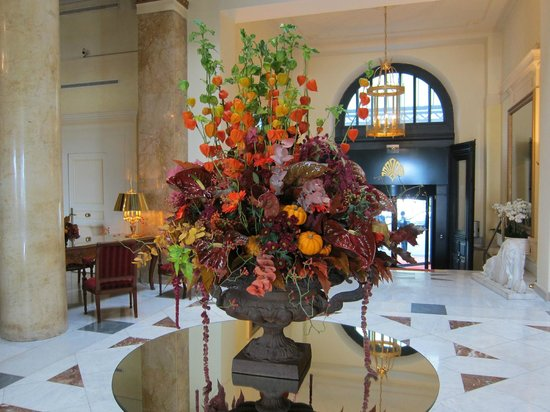 Beau-Rivage Palace : wonderful flower arrangements every where