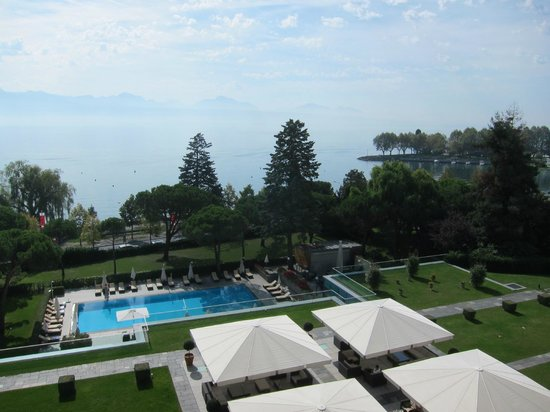 Beau-Rivage Palace : overlooking outdoor pool toward Lake Zurich