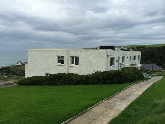 Bedruthan Hotel & Spa: Apartment block, from hotel