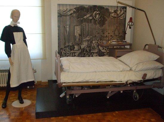 Medical Museum : Hospital bed