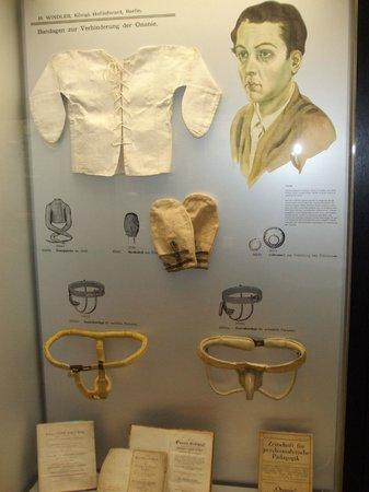 Medical Museum : displays