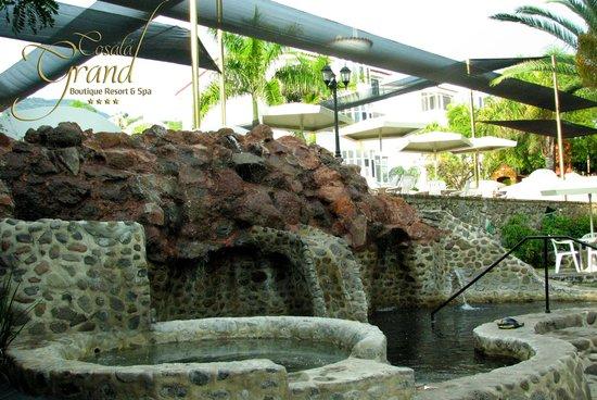 Cosala Grand Boutique Resort & Spa: Jacuzzi de Piedra Agua Termal Mineral