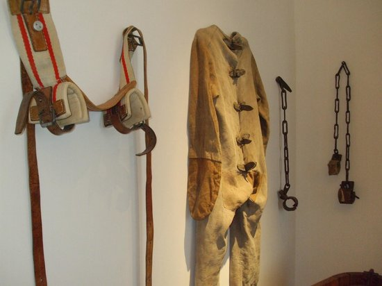 Medical Museum : Restraint devices