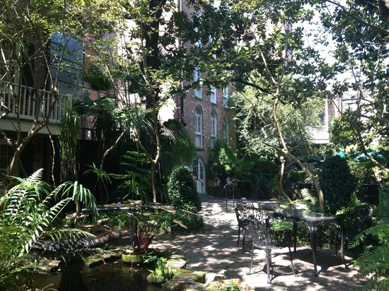 Place d'Armes Hotel: Lovely courtyard