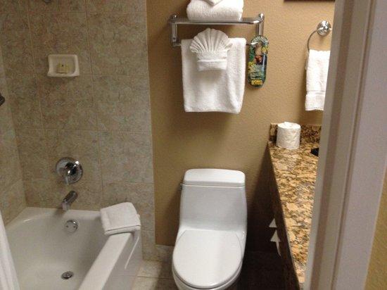 Best Western Plus Casino Royale: bathroom