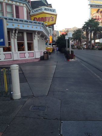 BEST WESTERN PLUS Casino Royale: other sidewalk view to parking