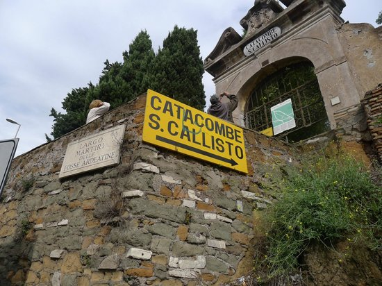 Catacombe di San Callisto : Entrance from the Appian Way to catacombs
