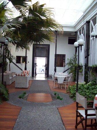 Parana Hotel Plaza Jardin: Patio del hotel