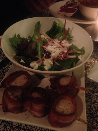 The Brickhouse Kitchen & Bar: Scallops and Salad